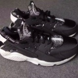 "『近日発売予定 Nike Air Huarache Snakeskin ""Black/White""』の画像"
