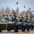 ロシア空挺部隊がパラシュートを装備した歩兵戦闘車BMD-2K-AUを大型ジェット輸送機に積み込み!