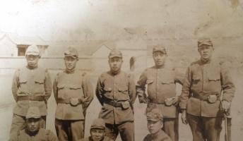 元軍人のひいじいちゃんが満州に出征してた頃と思われる写真が出てきた
