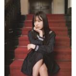 『【乃木坂46】佐藤璃果、高校卒業の最後の制服姿!!!太ももが色っぽすぎる・・・』の画像