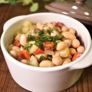 大きさをそろえて食べやすく♪蒸し大豆と根菜のダイスサラダ