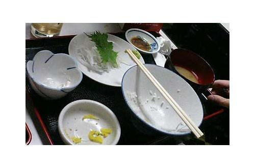 お茶碗にご飯粒残すやつwwwwwのサムネイル画像
