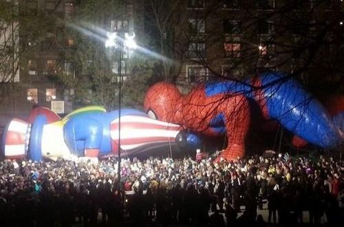 【海外】NYで開催された感謝祭パレードの風物詩 残念すぎる巨大バルーンに嘆く声のサムネイル画像