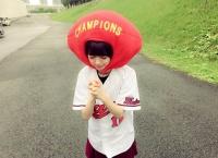 広島レモン大使の市川美織、レモンを赤くして広島カープの勝利を祈る!