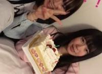 誕生日配信をしていた宮里莉羅&服部有菜のもとにマネージャーからケーキが届く!