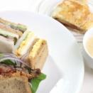サンドイッチ — ハンバーグ  スモークサーモンと青カビチーズ(フルムダンベール)  卵  ハムとキュウリ  コーンスープ  秋映のアップルパイ