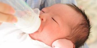 里帰り出産に帰ってきている親戚たち(女医) オムツは日に3回くらいしか替えないし哺乳瓶の消毒も簡易的。でもトラブルなんかはなく…