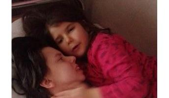娘と奇跡の対面!!出産後に昏睡状態に陥った女性、7年ぶりに意識回復し娘と対面…セルビア