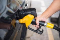 ガソリンが安い!ついにレギュラーがリッター98円まで下がってるんだが