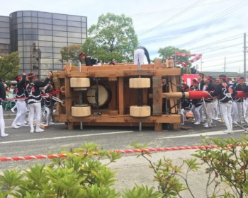 岸和田のだんじり祭でだんじりが横転する事故が発生(画像・動画あり)