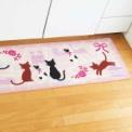 仲良しネコ3匹にほのぼのする、かわいいキッチンマッ…