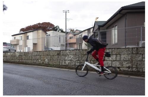 3大ぶち○したい自転車「無灯火」「逆走」「スマホ」「イヤホン」「傘」のサムネイル画像