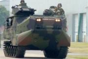 防衛省、水陸両用車「AAV7」を初公開 離島防衛強化へ