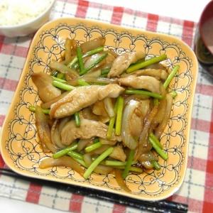 甘辛い味付けでご飯が進む!豚トロとニンニクの芽の炒めもの