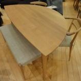『【セール情報 クリアランスセール2012夏】日進木工のWHITE WOODシリーズのLeaf Table・WOT-688とダイニングチェア・WOC-131』の画像