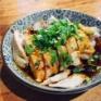 いやだからパインランズのリトルレッドダンプリンっていう中華の蒸し鶏のチリソース和えがホントに美味いって言ってんじゃん!?