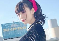 巨乳声優・上坂すみれちゃんがおっぱいを手すりに乗っける!