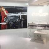 『【2月8日(木)入れ替え】浜松駅の新幹線改札内に展示中のクリスタルピアノ(河合楽器製)の展示の入れ替えが行われる模様。試打したい!美しいピアノを眺めたい!って人は急げ~!!』の画像