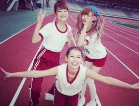 鈴木奈々が益若つばさに「ダサすぎ」、ニーハイ体操服ファッションにダメ出し。