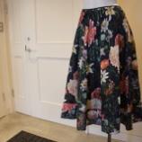 『KEITA MARUYAMA(ケイタマルヤマ)ボタニカルプリントスカート』の画像
