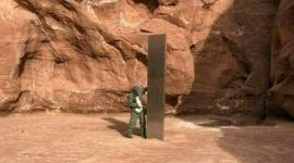 【米国】砂漠で謎の「モノリス」発見…正体めぐり奇説飛び交う