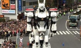 【映画PR】  吉祥寺駅の記念パレードに 実物大のパトレイバーが 登場したぞ! 海外の反応