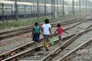 【インド】カースト最下層の子供2人、路上で排便し、知的障害の子供から撲殺される 被害父親は「私たちの家にトイレはない。」