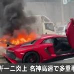 【画像】 5000万円のランボルギーニ炎上 車線変更の際に中央分離帯に衝突 名神高速