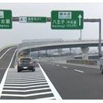 夜行バスがバックで東名高速を50メートル逆走…運転手「ICを通過してしまい…」