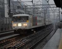『上野東京ライン試運転たけなわの一方で田町の急行線用未成高架橋解体』の画像