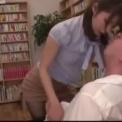 激カワ!超絶エロ先生!教室で全裸になってエッチ「伊東ちなみ」スレンダー美脚貧乳美乳美女との教室エッチ!騎乗位挿入しちゃいますそして図書室でも・・・