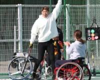 【悲報】糸井さん、女子車椅子ソフトボール相手にホームランを打ちガッツポーズしてしまうwwwwwwww