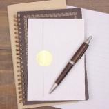 『エンディングノートは遺品整理にどう役立つ?無料エンディングノートのテンプレートをご自由にお使いください。』の画像