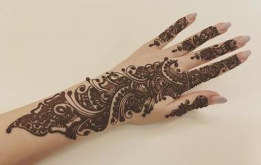 『指先までがっつりタトゥーを入れる』の画像