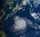 【台風速報】台風10号「ハイシェン」中心気圧915hPaで南大東島通過、あまり勢力を落とさず過去最強クラスで九州へ。