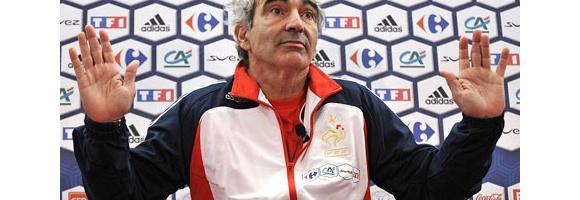 フランス代表 監督をヨハネスブルグに置き去り