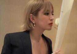浜崎あゆみちゃんが胸元をざっくり開いた画像をInstagramにアップし素晴らしく話題に!