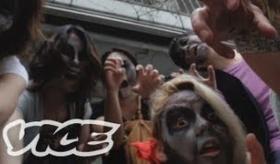 【オカシイ日本】    日本にある ゾンビが集ま「ゾンビバーを取材してみた。    海外の反応
