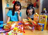 千葉恵里、大量のお菓子で先輩を餌付けする