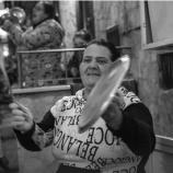『【世界の人々 歌う!】コロナウイルス封鎖中にバルコニーから 母国を愛する歌を皆で歌っています!』の画像
