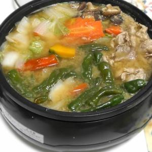 ちょっと変わった作り方♪豚と野菜のゴマ味噌鍋