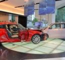 軽自動車でレクサスディーラーに突っ込み展示車大破!→【画像】