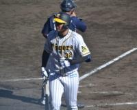 阪神2位井上、2軍戦でプロ投手と初対戦で3球三振