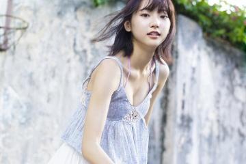 武田玲奈の形の良いおっぱいとエロいパンチラ