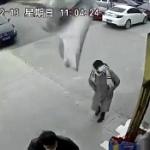 【動画】中国、またビルの外壁が脱落し下の道路に落下!道路には歩行者が…!?