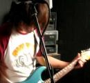 ギターベースは低く持った方がカッコイイ風潮