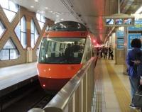 『箱根登山鉄道の緑の109号 芦の湖の新造海賊船』の画像