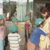声優・平野綾さんの胸に抱きついて匂い嗅ぐ幼稚園児あらわるwwwwwwww【画像あり】 アイドルファンマスター