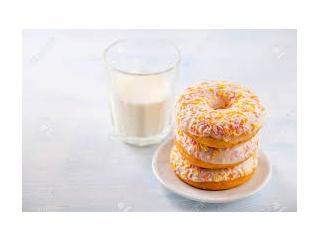 ドーナツを牛乳でびしょびしょにした自称帰国子女の男を注意したら「コレが当たり前!寧ろダンキンじゃない!ダンキンしてない!」と意味不明な事を言い始めて…