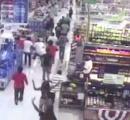 【動画】 少年少女約50人がスーパーにやって来て大暴れ!